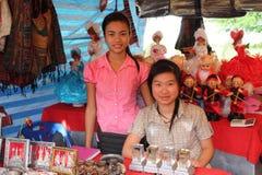 Vendedores en mercado imagenes de archivo