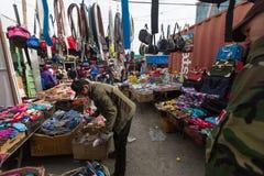 Vendedores no mercado da cidade Em Bayan-Olgiy a província é povoada a 88,7% por Kazakhs Imagens de Stock Royalty Free