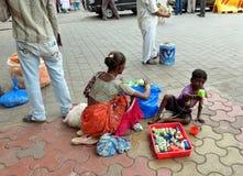 Vendendo brinquedos na Índia de Mumbai Fotos de Stock