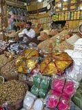 Vendendo frutas secas Foto de Stock