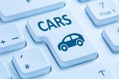 Vendendo le automobili d'acquisto dell'automobile bottone online tastiera di computer blu Fotografia Stock