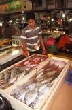 Vendendo peixes Fotografia de Stock Royalty Free