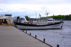 Vendendo a perfora e barche immagini stock libere da diritti