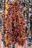 Vendendo pimentões no mercado Imagem de Stock Royalty Free