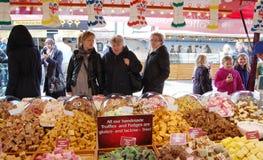 Vendendo trufas no mercado Imagem de Stock