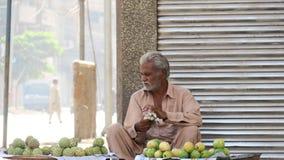 Vendere della via a Karachi dopo anti attività di invasione fotografia stock libera da diritti