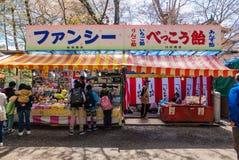Vendeur au parc de château de Hirosaki Photos stock