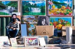 Vendeur d'affiche Photos libres de droits