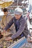Vendeur d'huître dans le port d'Essaouira