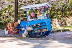 Vendeur de crème glacée au parc de château de Hirosaki Image stock