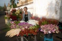 Vendeur de fleur de Myanmar photo libre de droits