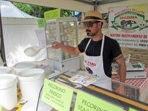 Vendeur de fromage Photos stock