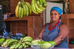 Vendeur de fruit images stock