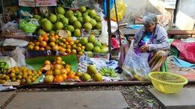 Vendeur de fruit, marché de Maklong, Bangkok, Thaïlande Photos stock