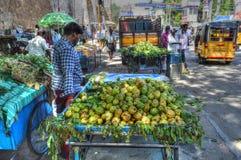 Vendeur de fruit de rue photographie stock