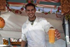 Vendeur de jus à Marrakech Photographie stock libre de droits