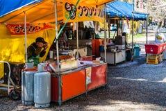 Vendeur de nourriture au parc de château de Hirosaki Images libres de droits