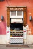 30 04 2016 - Vendeur de nourriture de rue à Rome Photographie stock libre de droits