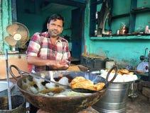 Vendeur de nourriture de rue, Âgrâ, Inde Photos stock