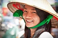 Vendeur de nourriture de rue dans la rue de Ho Chi Minh, Vietnam images libres de droits