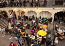 Vendeur de Paella dans le jardin de Covent, Londres photographie stock