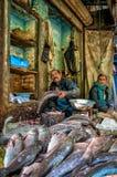 Vendeur de poissons à la rue de nourriture au Pakistan Photographie stock libre de droits