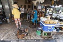 Vendeur de poulet au Vietnam image libre de droits
