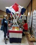 Vendeur de souvenirs au bazar néerlandais Photographie stock libre de droits