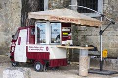 Vendeur de vin à Lisbonne Photo stock