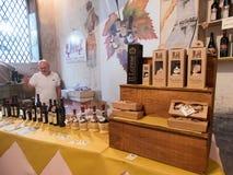 Vendeur des vins italiens Photographie stock