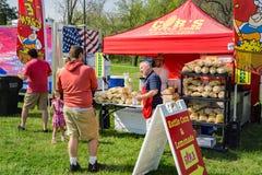 Vendeur doux de maïs de bouilloire photo libre de droits