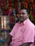 Vendeur local de pantoufles de chaussure dans l'Inde Images libres de droits