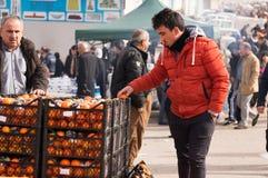 Vendeur orange en Irak Images stock