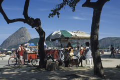 Vendeurs de plage, Rio de Janeiro Image stock
