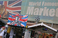 Vendeurs et signes au jardin de Covent Image libre de droits