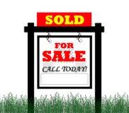 Vendido para o sinal dos bens imobiliários da venda Fotografia de Stock