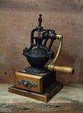 Vendimia labrada de amoladora de café vieja Fotografía de archivo