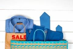 Vendita con le scarpe e le camice Fotografia Stock