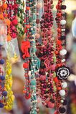Vendita degli ornamenti dalle perle e dalle perle Immagini Stock