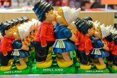 Vendita dei regali all'aeroporto Amsterdam Schiphol, Paesi Bassi Immagini Stock Libere da Diritti