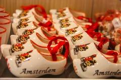 Vendita dei regali all'aeroporto Amsterdam Schiphol, Paesi Bassi Fotografia Stock Libera da Diritti