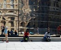 Vendita dei ricordi al Louvre Immagine Stock