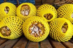 Vendita dell'ananas lungo la via Immagine Stock