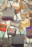 Vendita delle borse del ` s delle donne fatte dalle proprie mani Fotografie Stock
