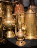 Vendita delle brocche differenti nel mercato di Tbilisi Fotografie Stock