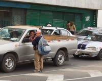 Vendita delle chitarre piccole sulla via a Lima, il Perù Fotografia Stock