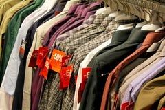 Vendita di acquisto - camice maschii Immagine Stock Libera da Diritti