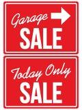 Vendita di garage ed oggi SOLTANTO segni di VENDITA Immagini Stock Libere da Diritti