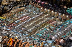 Vendita di gioielli nel mercato di Kathmandu Immagine Stock Libera da Diritti