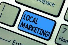 Vendita locale del testo di scrittura di parola Concetto di affari per la tastiera commerciale di annunci di pubblicità regionale immagini stock libere da diritti
